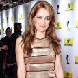 Poliana Abritta combinou batom brilhoso na mesma cor de seu vestido metalizado