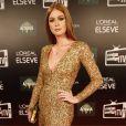Marina Ruy Barbosa usou batom brilhoso para combinar com o vestido dourado