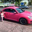 Ticiane Pinheiro posta foto da filha, Rafaella Justus, encantada por um fusca pink, durante férias da família em Miami, nos Estados Unidos, em 25 de dezembro de 2012