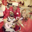 Rafa Justus ganha violão rosa da vovó Helô Pinheiro, em 24 de dezembro de 2012