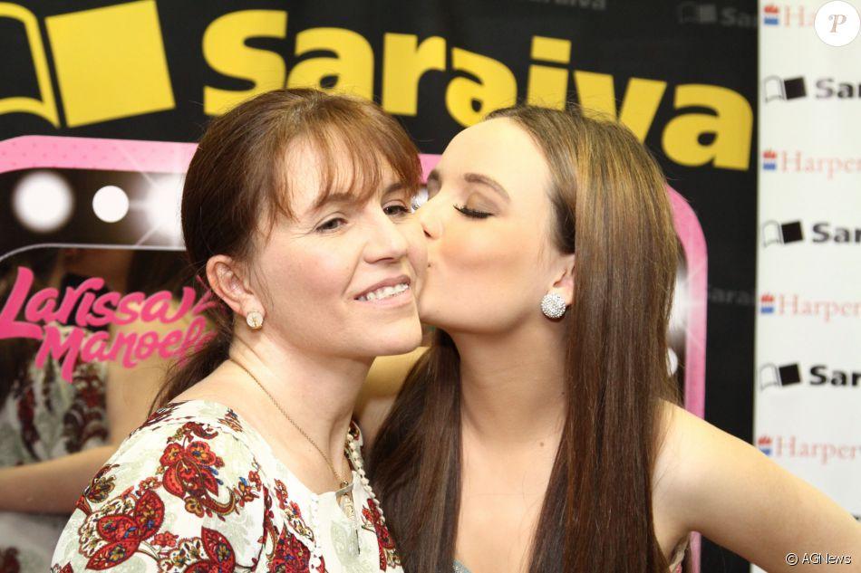6ebdd4aa0e632 Larissa Manoela e sua mãe