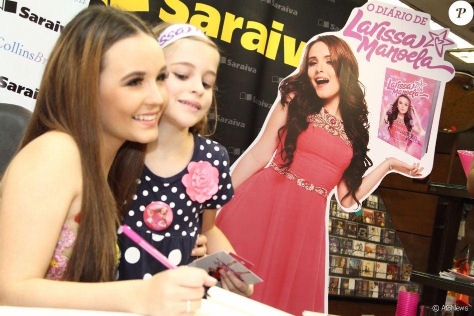 Larissa Manoela recebe fãs ao lançar o livro  O Diário de Larissa Manoela   no Rio   Quero ficar mais perto dos meus fãs  5e4e208405