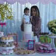 Deborah Secco compartilhou em seu perfil no Instagram nesta segunda-feira, 4 de julho de 2016, os detalhes da festa de 7 meses da filha, Maria Flor