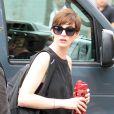 Anne Hathaway no set de filmagens do longa 'Song One' no Brooklyn, NY, em 6 de junho deste ano