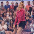 Ticiane Pinheiro dançou funk no palco do 'Domingo da Gente', neste domingo, 17 de novembro de 2013