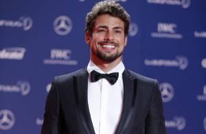 Cauã Reymond vai apresentar prêmio no Emmy Internacional, em Nova York