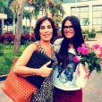 Antonia Morais recebe flores da mãe, Glória Pires, depois de estrear nas gravações de 'Guerra dos sexos'
