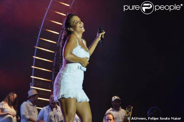 Ivete Sangalo canta no show de Réveillon em Maceió, Alagoas, em 31 de dezembro de 2012