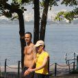 Eles foram flagrados caminhando pela lagoa Rodrigo de Freitas em julho de 2012