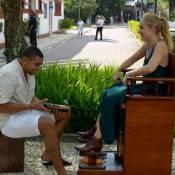 Naldo revive o passado e engraxa sapato de Angélica: 'Era divertido'