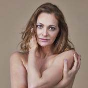 Alexandra Richter faz topless para campanha contra câncer de mama. Veja fotos!