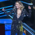 Claudia Leitte gerou comentários na web ao aparecer no programa com look que lembra um pijama