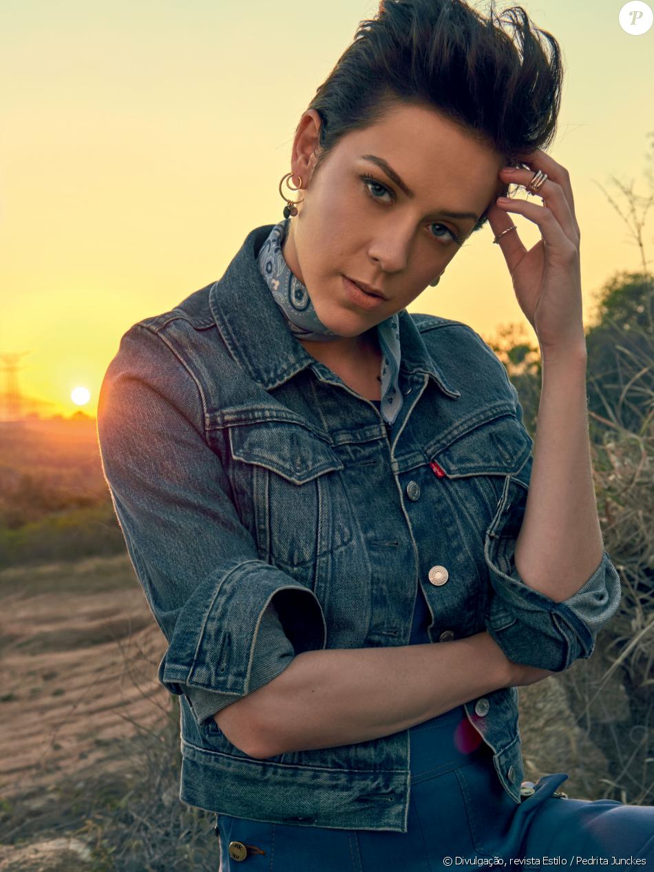 Sophia Abrahão se diz eclética na moda: 'Girlie a boyish'. Veja fotos de looks!