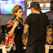 Pedro Scooby é visto na companhia de Robertha Portella em bar no Rio. Fotos!