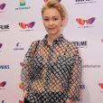 Julia lemmertz apostou no look descolado para lançar o filme 'Pequeno Segredo', no Cine Odeon, no Centro do Rio, em 10 de outubro de 2016