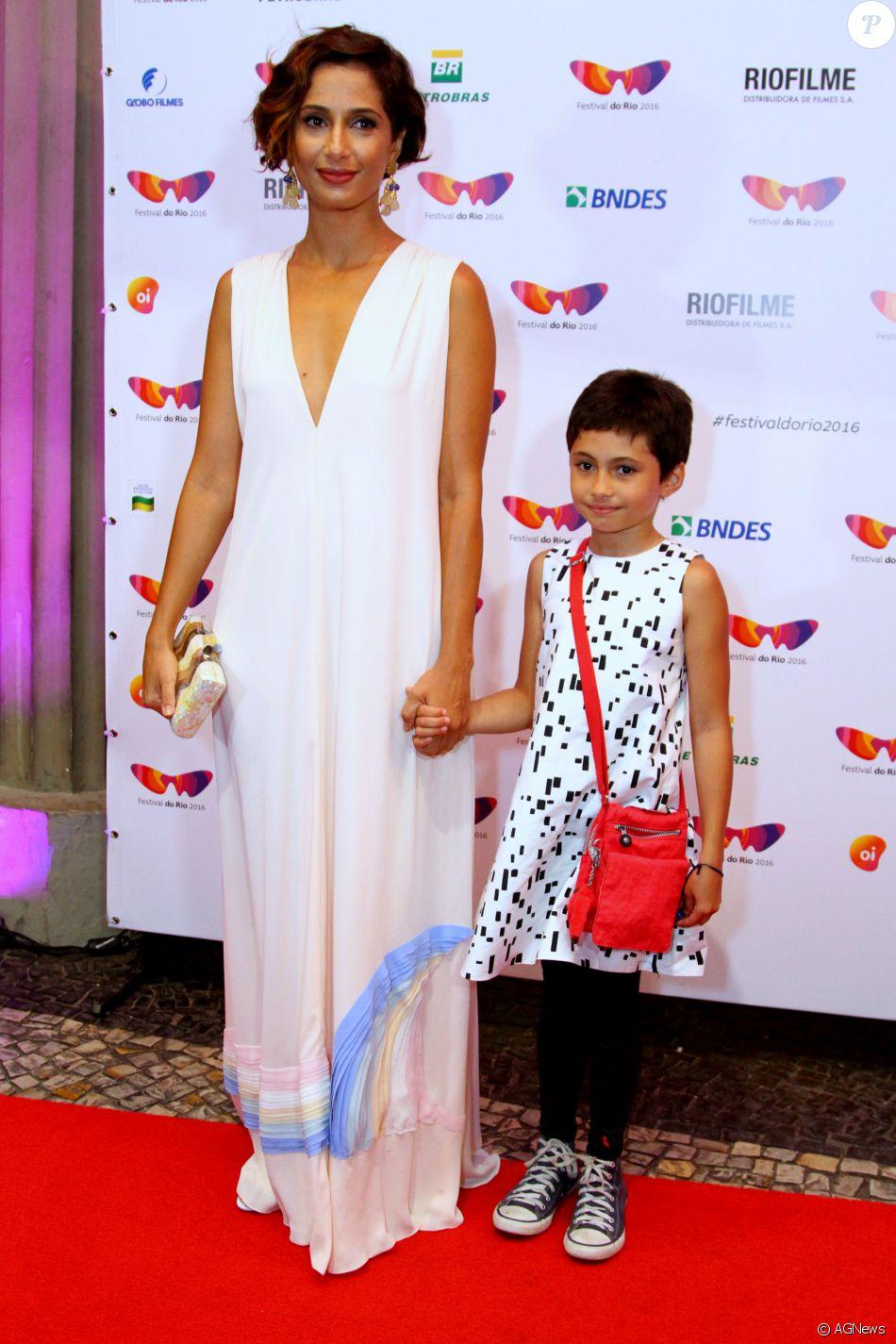 Camila Pitanga levou sua filha ao evento e exibiu também o look da pequena Antônia no sábado, 15 de outubro de 2016