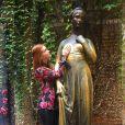 Marina Ruy Barbosa visitou a estátua de Julieta em Verona, na Itália
