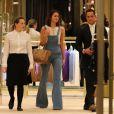 Bruna Marquezine vai às compras com look grifado em shopping no Rio de Janeiro nesta sexta-feira, dia 07 de outubro de 2016