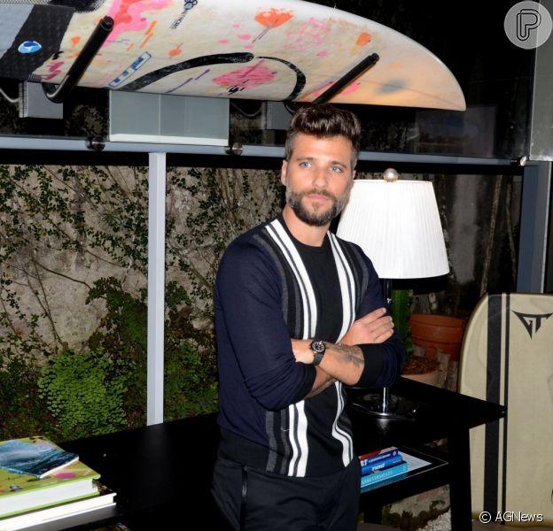 Bruno Gagliasso abriu a garagem de casa para receber amigos famosos neste sábado, dia 08 de outubro de 2016