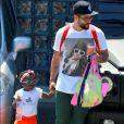 Bruno Galiasso, pai da pequena Títi, fala que a filha adora ver TV quando está em casa