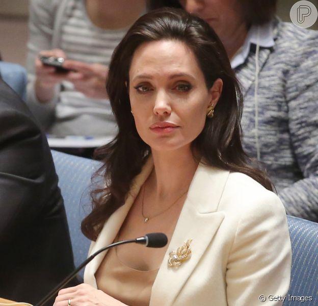 Angelina Jolie, 4 kg mais magra, sofre com ataques de pânico após separação, como indica a revista americana 'Life & Style' nesta terça-feira, dia 11 de outubro de 2016