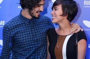 Gabriel Leone e a namorada, Carla Salle, vão ao cinema no Festival do Rio. Fotos