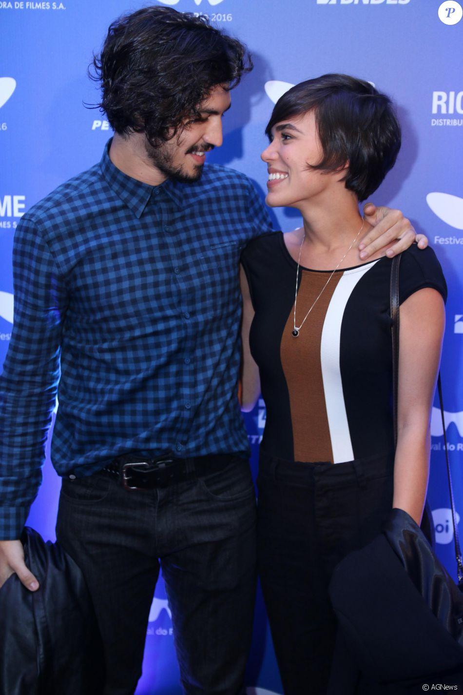 Gabriel Leone e Carla Salle posaram juntos antes da exibição do filme 'O Filho Eterno', no Festival do Rio , em 11 de outubro de 2016