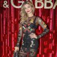 Grazi Massafera ousou na festa da Dolce & Gabbana ao escolher look transparente com lingerie preta aparente