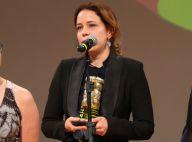 Leandra Leal ganha 2 troféus por 'Divinas Divas' em estreia como diretora. Fotos