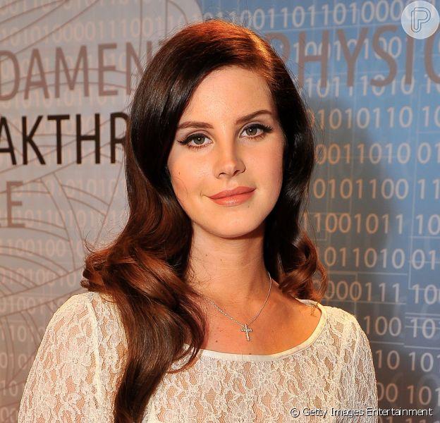 Lana Del Rey está sofrendo com sua música 'Youn and Beautifull', que está entre as 75 selecionadas para concorrer ao Oscar