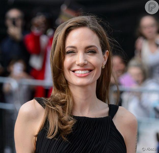 Angelina Jolie esta em primeiro lugar na lista das atrizes mais populares de 2013 pelo site 'Just Jared', em 26 de dezembro de 2013