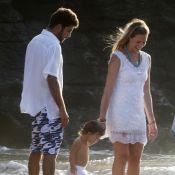 Luana Piovani e Pedro Scooby batizam o filho, Dom, em praia de Noronha