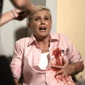 Xuxa é baleada e morre em vídeo de humor: em sátira, fãs fazem selfie com corpo