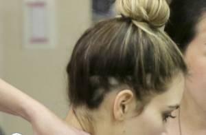 Kim Kardashian exibe falhas no cabelo ao usar coque em salão, nos Estados Unidos