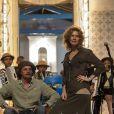 'Amores Roubados' contou com mais 450 figurantes, todos nativos da região das locações; nesta cena Patricia Pillar é clicada ao lado de Thierry Tremouroux
