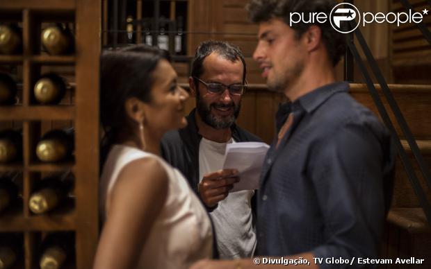 Dira Paes e Cauã Reymond ensaiam cena de 'Amores Roubados' sob a direção de José Luiz Villamarim