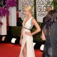 Margot Robbie desfilou um sexy vestido da grife Gucci