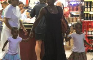 Glória Maria faz compras com as filhas, Laura e Maria, na zona sul do Rio
