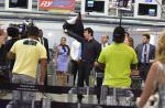'Amor à Vida': Félix faz strip-tease em aeroporto e evita fuga de Aline. Fotos!