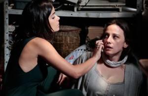 'Amor à Vida': Rebeca consegue avisar ao namorado, Pérsio, que está presa
