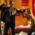 Jéssica, vivida por Carol Dieckmann, sofre nas mãos de Russo, interpretado por Adriano Garib