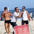 Rodrigo Hilbert aproveitou também para jogar vôlei na praia do Leblon