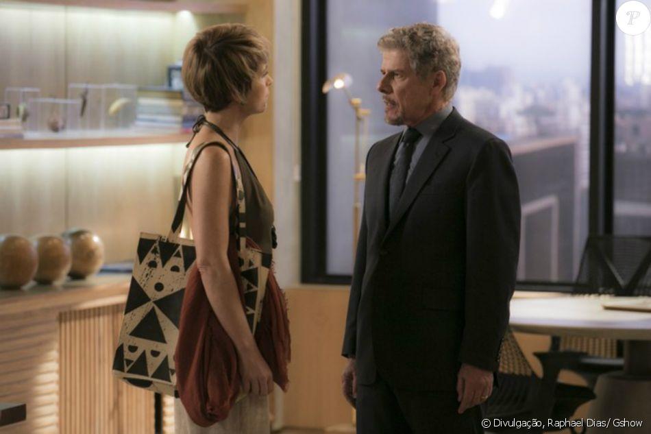 Tião (José Mayer) faz questão de contar a Helô (Claudia Abreu) que Pedro (Reynaldo Gianecchini) está escondendo dela que tem uma filha com Laura (Heloisa Jorge), na novela 'A Lei do Amor', em fevereiro de 2017
