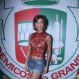Julianne Trevisol mostrou muito samba no pé em ensaio na quadra da Grande Rio para o carnaval, na madrugada deste domingo, 22 de janeiro de 2017