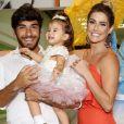 Deborah Secco separa três dias por semana para cuidar da filha, Maria Flor, fruto do relacionamento com o ator e modelo Hugo Moura