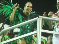 Ivete Sangalo comanda o público em cima de trio elétrico em ensaio da Grande Rio