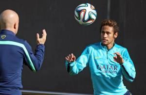 Neymar faz primeiro treino com bola após lesão e deve voltar a jogar neste mês