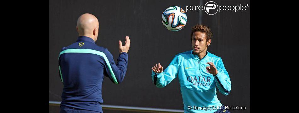 Nesta segunda-feira, 03 de fevereiro de 2014, Neymar voltou a treinar com bolalesiou