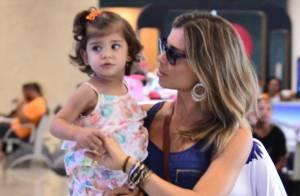 Grazi Massafera embarca com a filha, Sofia, no aeroporto Santos Dumont, no Rio