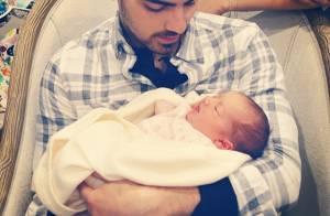 Joe Jonas paparica a sobrinha, Alena Rose, filha de Kevin: 'Bem-vinda ao mundo'